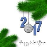 Bola de golfe e 2017 em um ramo de árvore do Natal Fotografia de Stock Royalty Free