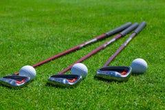 Bola de golfe e ferros Imagem de Stock