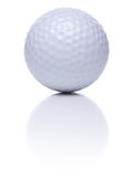 Bola de golfe no branco Imagens de Stock