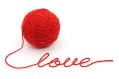 Bola de la cuerda de rosca con la palabra ?amor? foto de archivo libre de regalías