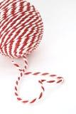 Bola de la cuerda roja y blanca Imagenes de archivo