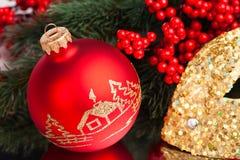 Bola de la decoración de la Navidad Fotografía de archivo libre de regalías