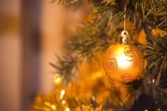 Bola de la decoración de la Navidad Foto de archivo