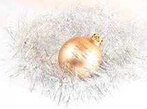 Bola de la decoración de la Navidad Fotografía de archivo