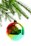 Bola de la decoración en la ramificación del abeto Fotografía de archivo libre de regalías