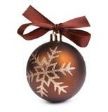 Bola de la Navidad con el arqueamiento Imagen de archivo