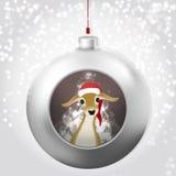 Bola de la Navidad con los ciervos del bebé, el resplandor mágico y el contexto nevoso ilustración del vector