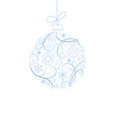 Bola de la Navidad con los copos de nieve Foto de archivo libre de regalías