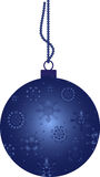 Bola de la Navidad con los copos de nieve Imágenes de archivo libres de regalías
