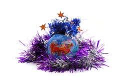 Bola de la Navidad con oropel Imagen de archivo libre de regalías
