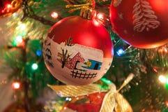 Bola de la Navidad corte la bola del año Fotos de archivo libres de regalías