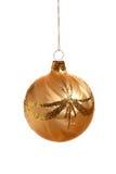 Bola de la Navidad del oro Fotografía de archivo libre de regalías