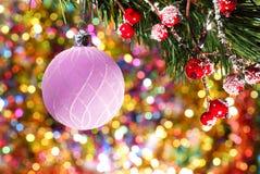 Bola de la Navidad en el fondo abstracto del Año Nuevo Imagen de archivo