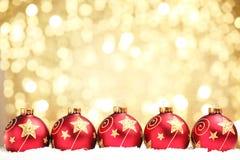 Bola de la Navidad en fondo ligero abstracto Fotografía de archivo libre de regalías