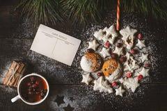 Bola de la Navidad hecha por las galletas Foto de archivo libre de regalías