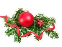 Bola de la Navidad y ramificación spruce Fotografía de archivo libre de regalías