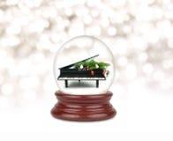 Bola de la nieve de la Navidad o globo del vidrio Imágenes de archivo libres de regalías