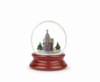 Bola de la nieve de la Navidad o globo del vidrio aislado en blanco Foto de archivo