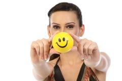 Bola de la sonrisa de la demostración del adolescente Imagenes de archivo