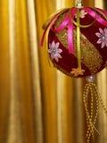 Bola de las decoraciones de la Navidad foto de archivo