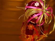 Bola de las decoraciones de la Navidad imagen de archivo libre de regalías