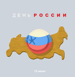 Bola de masa hervida de la carne en las mentiras rusas de la bandera del color en el mapa o de la tabla de cortar Foto de archivo