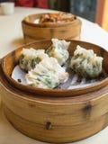 Bola de masa hervida en la cesta, comida china Imagen de archivo