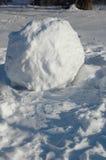 Bola de neve enorme na rua Imagem de Stock Royalty Free