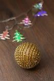 Bola de oro de la Navidad Imagen de archivo libre de regalías