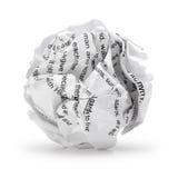 Bola de papel - hoja arrugada de los desperdicios del papel de escribir de la escritura del texto de la impresión aislado Foto de archivo libre de regalías