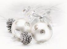 Bola de plata de la Navidad Imagen de archivo