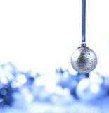 Bola de plata de la Navidad Fotografía de archivo libre de regalías