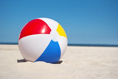 Bola de praia Imagens de Stock Royalty Free
