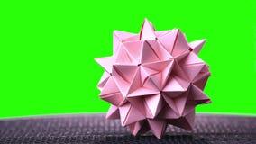 Bola de punta de la papiroflexia rosada almacen de metraje de vídeo