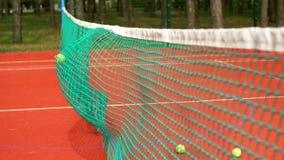 Bola de tênis que bate na rede durante o treinamento filme