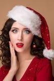 Bola de vidro bonita na árvore de Natal fotos de stock