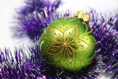 Bola decorativa verde imagen de archivo