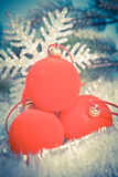 Bola del Año Nuevo y copo de nieve decorativo, con un efecto retro Fotos de archivo libres de regalías