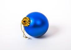 Bola del azul de la Navidad Imagen de archivo libre de regalías