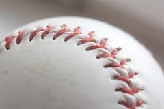 Bola del béisbol en el fondo blanco Imagenes de archivo