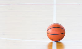 Bola del baloncesto Fotos de archivo libres de regalías