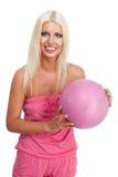 Bola del baloncesto del color de rosa del asimiento de la mujer Imagenes de archivo