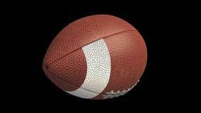 Bola del fútbol americano que vuela y que hace girar, lazo alfa 4k almacen de video
