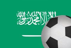 Bola del fútbol contra la bandera de la Arabia Saudita Imagen de archivo