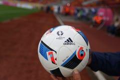 BOLA DEL FUNCIONARIO DEL EURO 2016 DE LA UEFA Fotos de archivo libres de regalías
