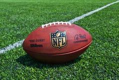 Bola del funcionario del NFL fotos de archivo