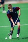 Bola del jugador de la acción del hockey Fotografía de archivo