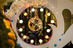 Bola del juguete de la Navidad fotografía de archivo