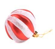 Bola del rojo de la Navidad. Fotografía de archivo