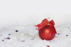 Bola del rojo del Año Nuevo Imagen de archivo libre de regalías